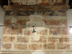 Ancien château Saint-Aubin - Français:   Aile ouest, 1er étage, cheminée, peintures murales.