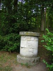 Domaine de Jean-Jacques-Rousseau -   Ermenonville.  Autel à la rêverie.