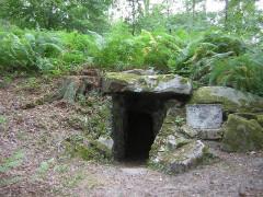 Domaine de Jean-Jacques-Rousseau -   Ermenonville  Grotte préhistorique