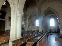 Eglise Notre-Dame de la Nativité - Français:   Nef; vue depuis le bas-côté sud.