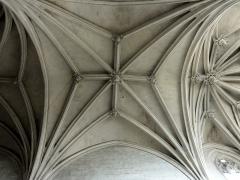 Eglise Notre-Dame de la Nativité - Français:   Voûte flamboyante à liernes et tiercerons de la seconde travée du chœur.