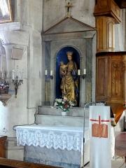 Eglise Notre-Dame de la Nativité - Français:   Autel latéral de gauche, placé devant un contrefort du clocher. L\' «autel-tombeau» est classé, tout comme son homologue à droite.