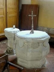 Eglise Notre-Dame de la Nativité - Français:   Les fonts baptismaux et la piscine liturgique.