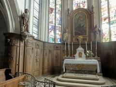 Eglise Notre-Dame de la Nativité - Français:   Maître-autel et lambris de demi-revêtement.