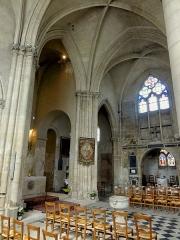 Eglise Saint-Marie-et-Sainte-Brigitte de Nogent-les-Vierges -  Chœur; vue diagonale nord-est / sud-ouest.