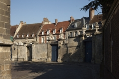 Maisons canoniales - English: Noyon; Nord-Pas-de-Calais-Picardie, Oise; France; ref: PM_102947_F_Noyon; Cultural heritage; Europe/France/Noyon; Wiki Commons; photo: Paul M.R.Maeyaert; www.pmrmaeyaert.eu; © Paul M.R. Maeyaert; pmrmaeyaert@gmail.com
