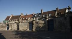 Maisons canoniales - English: Noyon; Nord-Pas-de-Calais-Picardie, Oise; France; ref: PM_102949_F_Noyon; Cultural heritage; Europe/France/Noyon; Wiki Commons; photo: Paul M.R.Maeyaert; www.pmrmaeyaert.eu; © Paul M.R. Maeyaert; pmrmaeyaert@gmail.com