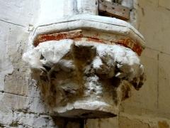 Eglise -  Cul-de-lampe des arcatures aveugles du mur sud.