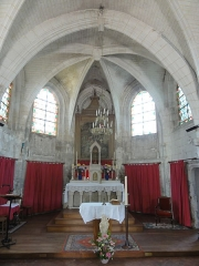 Eglise et le cimetière y attenant -  Intérieur de l'église Saint-Wandrille de Rivecourt (voir titre).