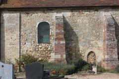 Eglise et cimetière qui l'entoure - Français:   La Rue-Saint-Pierre - Eglise Saint-Lucien, mur Sud