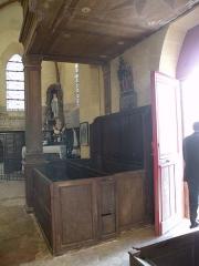 Eglise Saint-Crépin et Saint-Crépinien - Français:   Intérieur de l\'église Saint-Crépin-et-Saint-Crépinien de Saint-Crépin-Ibouvillers, bancs fermés sous la tribune occidentale.