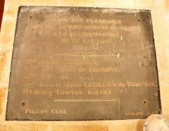 Eglise Saint-Crépin et Saint-Crépinien - Français:   Intérieur de l\'église Saint-Crépin-et-Saint-Crépinien de Saint-Crépin-Ibouvillers, plaque commémorative pour la construction des bas-côtés par des prisonniers en 1826.