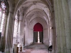 Eglise et chapelle - Français:   passage de l\'Abbaye Saint-Germer-de-Fly a la sainte chapelle