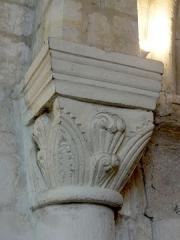 Eglise - Français:   Chœur sud, arc triomphal, chapiteau côté nord.