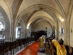Eglise - Français:   Nef nord, vue vers l\'ouest.