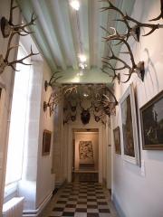 Ancien château royal, prieuré Saint-Maurice et mur gallo-romain - Français:   Musée de la Vénerie (Senlis)