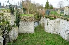 Ancien château royal, prieuré Saint-Maurice et mur gallo-romain - Français:   Bastion de la porte de Meaux, construit après 1544 sous Jean-François de La Rocque de Roberval, vue intérieure vers le nord.