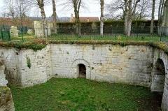 Ancien château royal, prieuré Saint-Maurice et mur gallo-romain - Français:   Bastion de la porte de Meaux, construit après 1544 sous Jean-François de La Rocque de Roberval, vue intérieure vers l\'est.