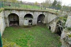 Enceinte gallo-romaine - Français:   Bastion de la porte de Meaux, construit après 1544 sous Jean-François de La Rocque de Roberval, vue intérieure vers le sud.