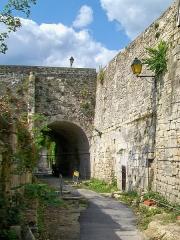 Enceinte gallo-romaine - Français:   Vestiges de la porte de Meaux, côté sud.
