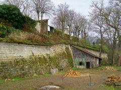 Enceinte gallo-romaine - Français:   La bastion de la porte de Meaux, ajoutée aux remparts médiévaux après le siège de 1589, ultime renforcement des fortifications de Senlis.