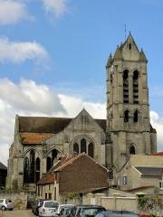 Eglise Saint-Pierre et Saint-Paul -  Vue depuis l'est.