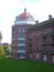 Familistère Godin - Familistère de Guise (Aisne, France): aile est du palais social, tour nord-est