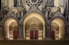 Ancienne cathédrale, actuellement église Notre-Dame, et cloître - Deutsch: Westportale der Kathedrale Notre-Dame von Laon, Picardie, Frankreich