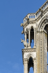 Ancienne cathédrale, actuellement église Notre-Dame, et cloître - Deutsch: Einer der Ochsen am Nordwestturm der Kathedrale Notre-Dame von Laon, Picardie, Frankreich