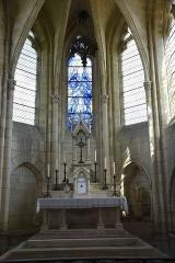 Eglise Saint-Julien et Saint-Jean-Baptiste - Français:   vitrail central abside St Julien de Royaucourt posé en juillet 2017