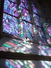 Eglise du Saint-Sépulcre -  Abbeville (Somme, France) -   L'un des vitraux de Manessier, dans l'église Saint-Sépulcre.