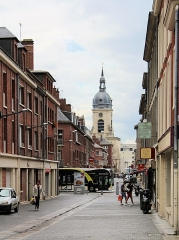 Beffroi - English: Amiens, Rue Henri IV and Rue Saint-Martin aux Waides, view to the belfry