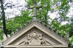 Cimetière de la Madeleine -  Amiens (Somme, France) -  Au cimetière de La Madeleine, la tombe LUPART.   .