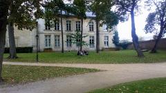 Ancien évéché - Français:   Palais de l\'évêché d\'Amiens 9