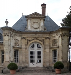 Ancien évéché - Français:   Palais épiscopal d\'Amiens, façade du vestibule 3