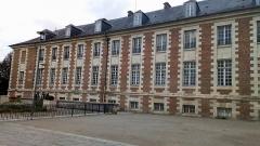 Ancien évéché - Français:   Palais épiscopal d\'Amiens, façade ouest 1