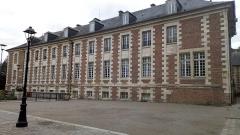 Ancien évéché - Français:   Palais épiscopal d\'Amiens, façade ouest 2