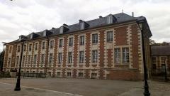 Ancien évéché - Français:   Palais épiscopal d\'Amiens, façade ouest 3