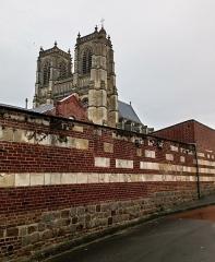 Ancienne abbaye - Abbatiale Saint-Pierre de Corbie tours 1