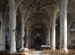 Eglise Saint-Jean - English: Eglise Saint-Jean-Baptiste. Péronne. Hauts-de-France, Somme. France. Church (Eglise Saint-Jean-Baptiste). Interior. The nave. . . photo: Paul M.R. Maeyaert. pmrmaeyaert@gmail.com. www.pmrmaeyaert.eu; www.polmayer.com. © Paul M.R. Maeyaert; pmrmaeyaert@gmail.com. Ref: PM_113198_F_Peronne
