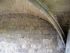 Ruines du château -  Picquigny (Somme, France) -   Château.   Voûte après passage du pont-levis (Porte de la Barbacane).