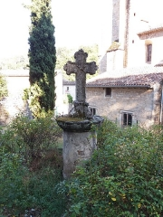 Eglise Notre-Dame-des-Pommiers - Français:   Croix.
