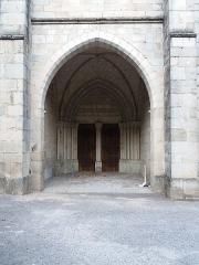 Eglise Notre-Dame-des-Pommiers - Français:   Portail.