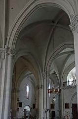 Eglise Notre-Dame-des-Pommiers - Français:   Largentière - Église Notre-Dame-des-Pommiers - Travées de la nef près de la tribune
