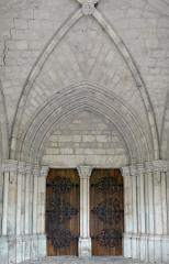 Eglise Notre-Dame-des-Pommiers - Français:   Largentière - Église Notre-Dame-des-Pommiers - Portail occidental