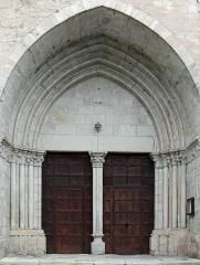 Eglise Notre-Dame-des-Pommiers - Français:   Largentière - Église Notre-Dame-des-Pommiers - Portail méridional