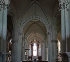 Eglise Notre-Dame-des-Pommiers - Français:   Largentière - Église Notre-Dame-des-Pommiers - Nef centrale