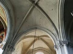 Eglise Notre-Dame-des-Pommiers - Français:   Largentière - Église Notre-Dame-des-Pommiers - Croisée du transept et voûte du bras sud du transept