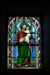 Eglise - Deutsch: Bleiglasfenster in der Kirche Sainte-Croix in La Baume-de-Transit, Darstellung: hl. Joseph mit Kind