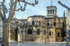 Cathédrale Saint-Apollinaire - Cathédrale Saint-Apollinaire, Valence, Drôme, France: chevet, vu de la place des clercs.